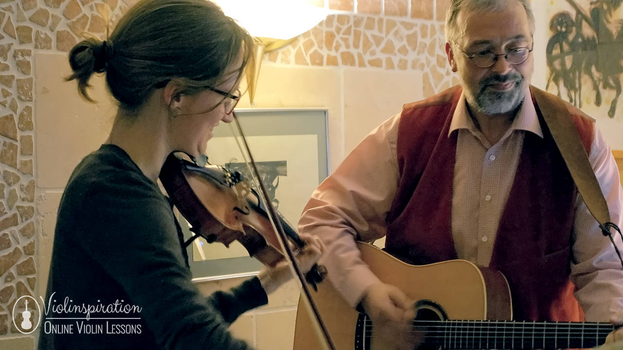 Differences between a violin and a guitar - guitar accompaniment