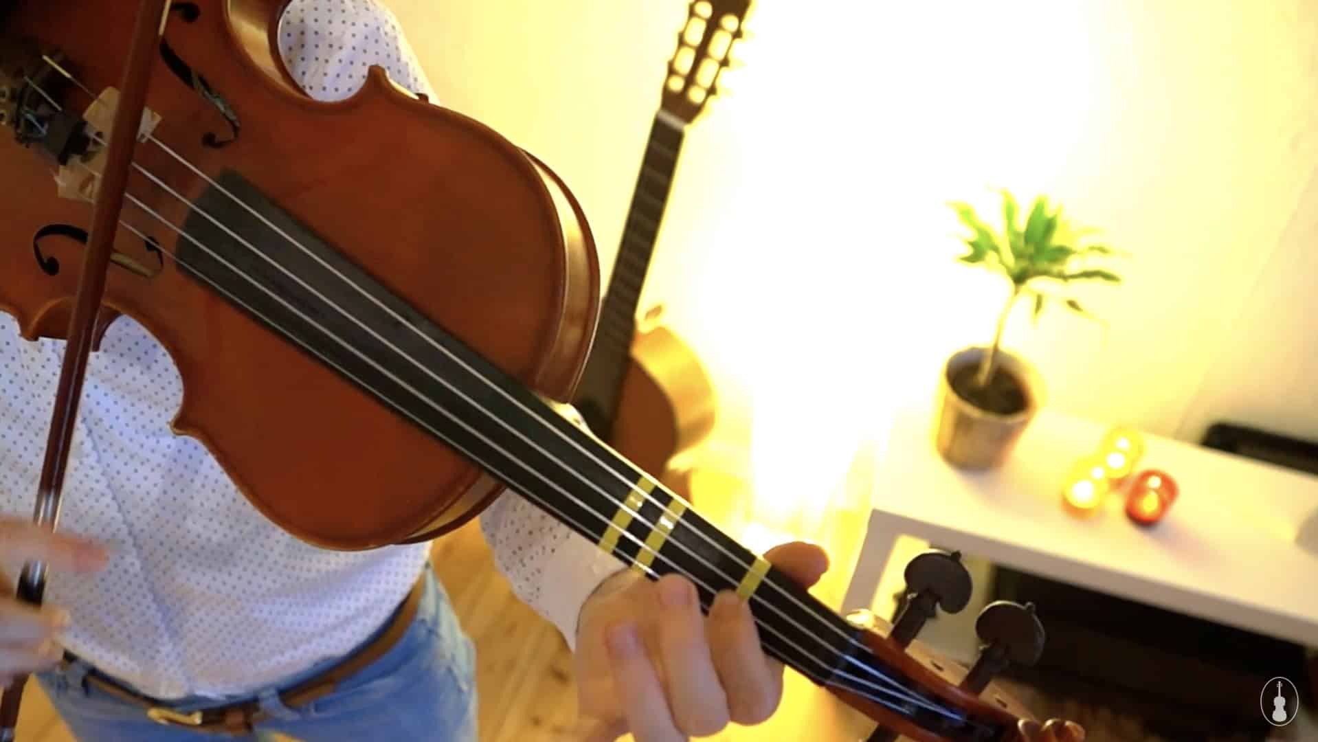 How to play I Saw Three Ships – Violin Lesson