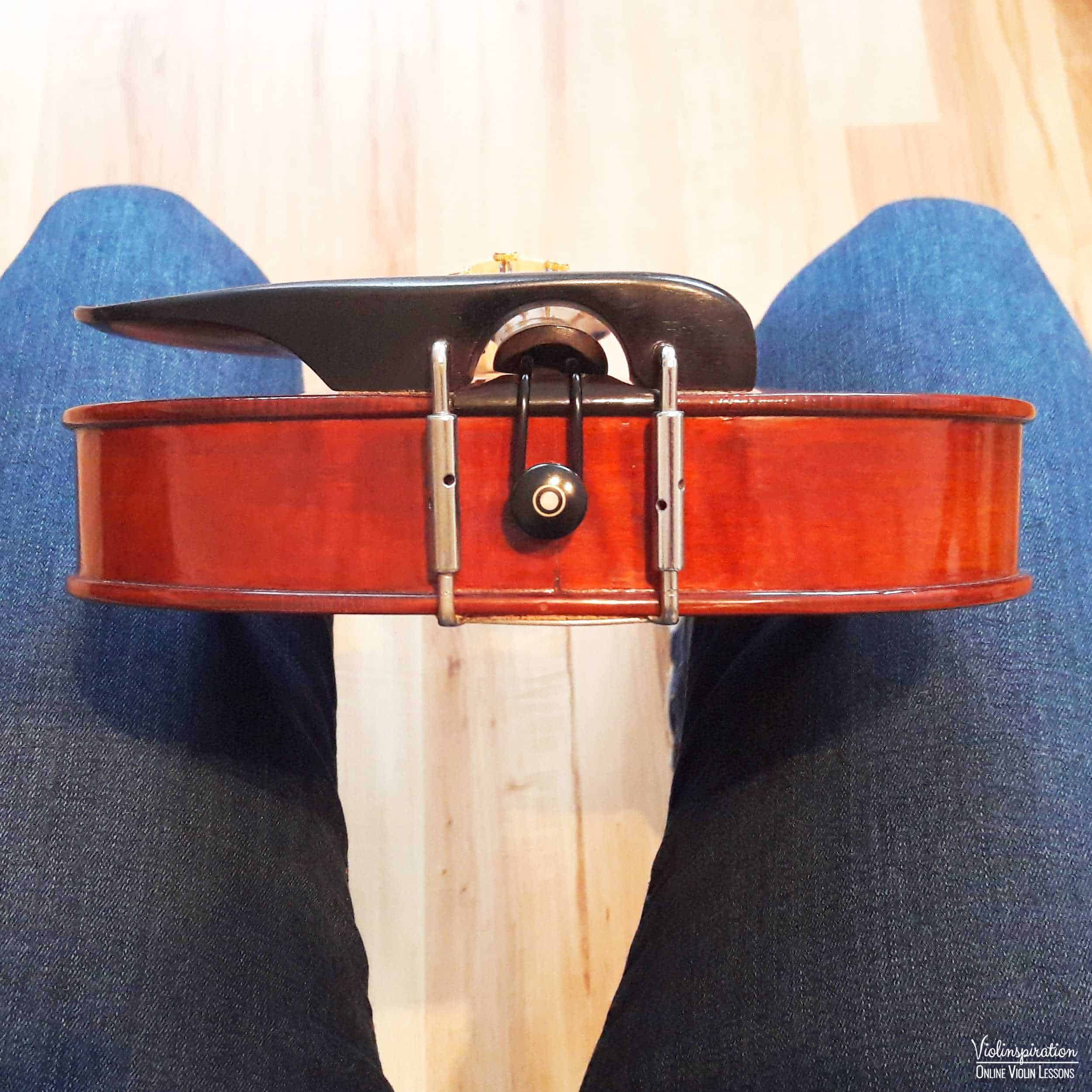 How to place a shoulder rest on a violin - step 2_1
