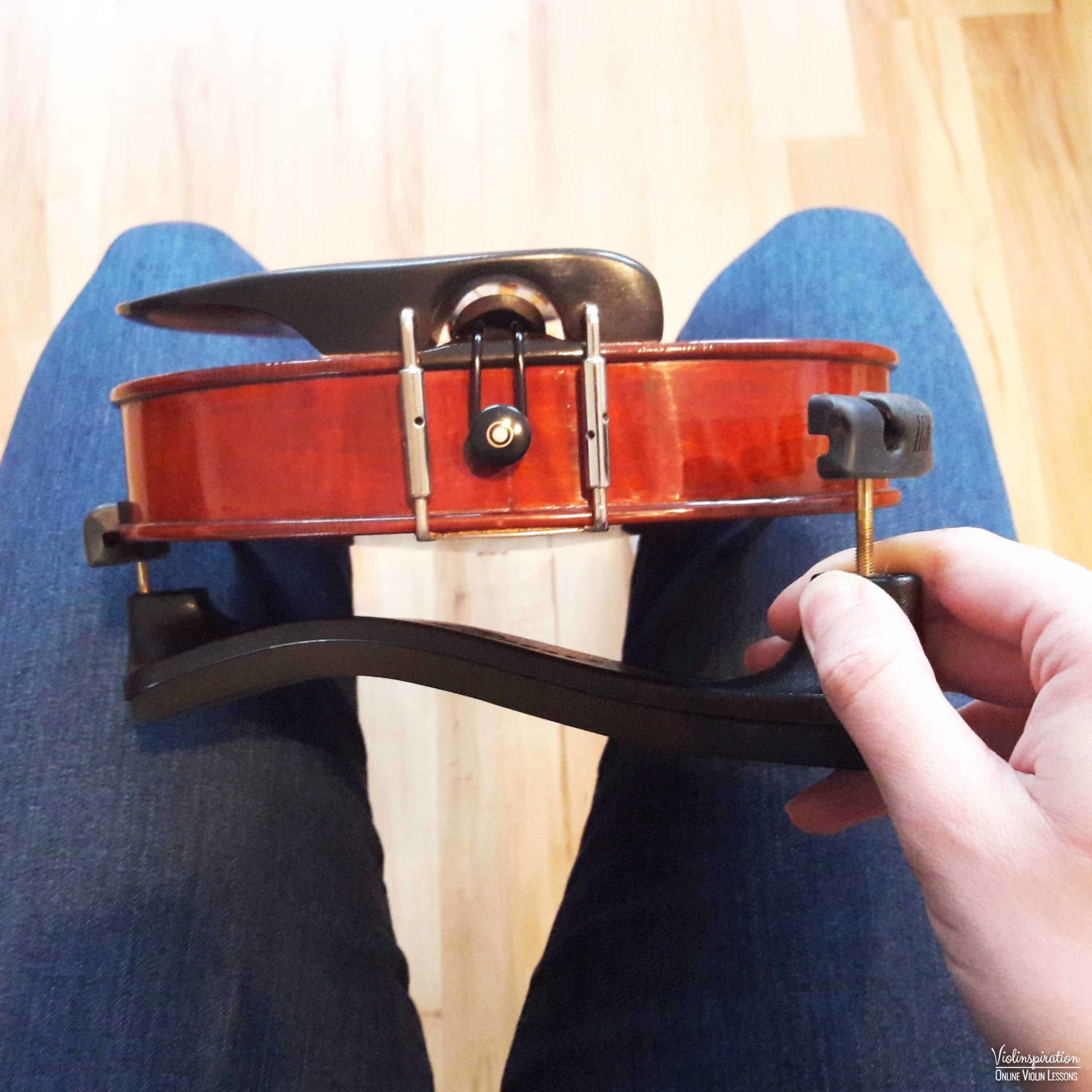 How to place a shoulder rest on a violin - step 3_1