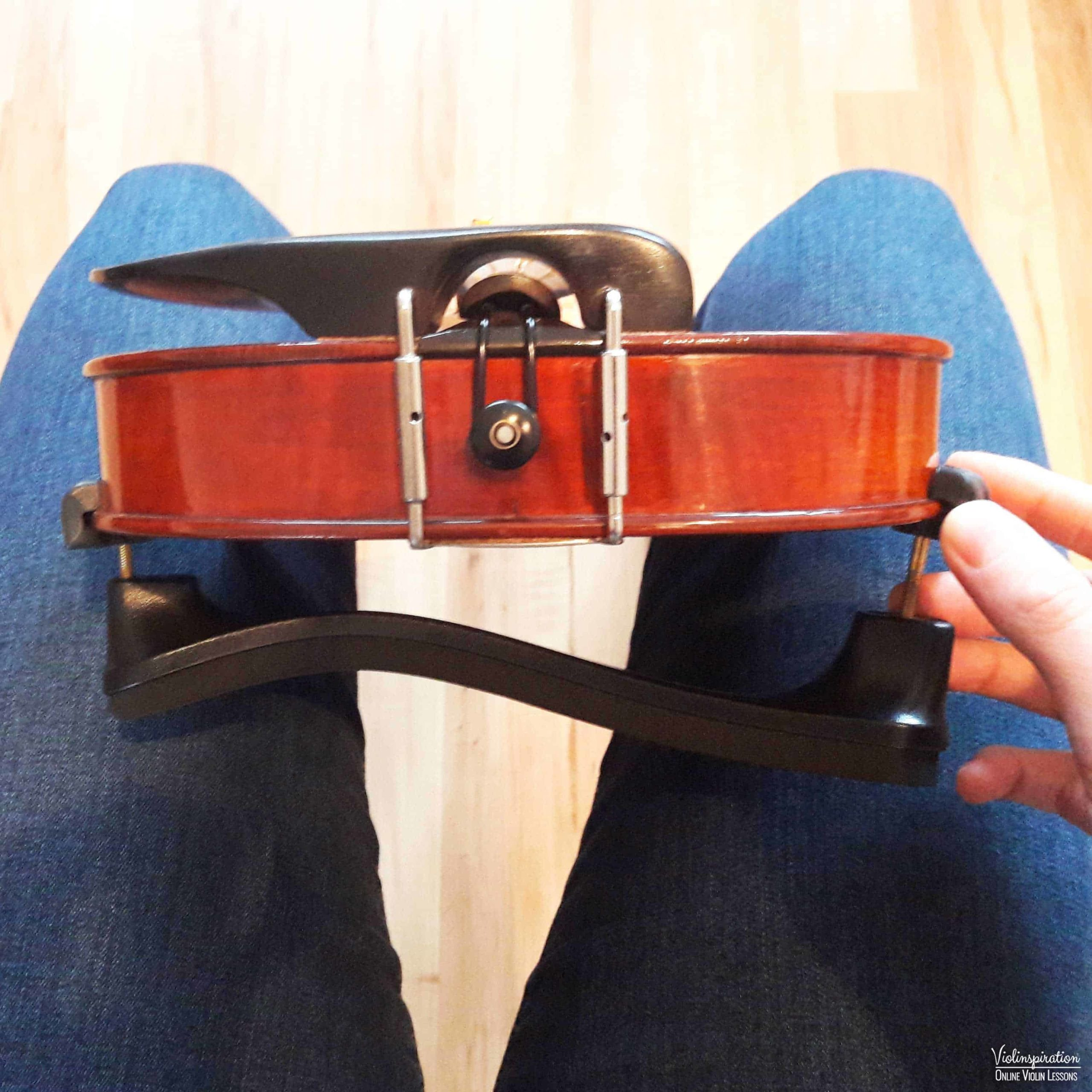 How to place a shoulder rest on a violin - step 4_1