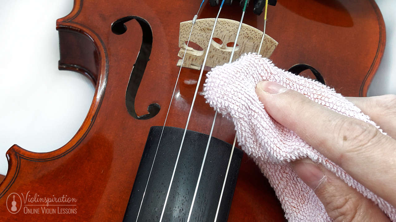 how to clean a violin - removing rosin from strings