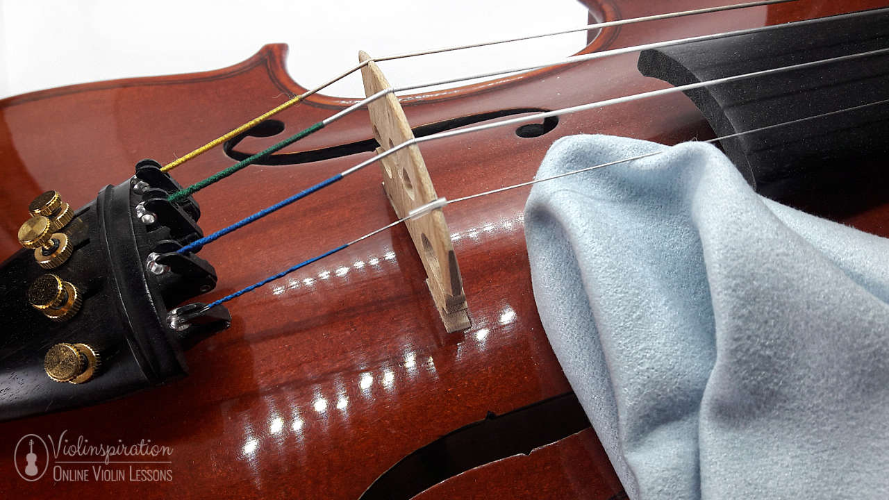 how to clean a violin - wiping the body of violin